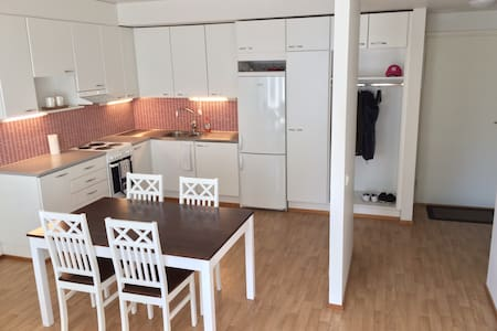 Central & new apartment, tram stop next to house - Appartamento