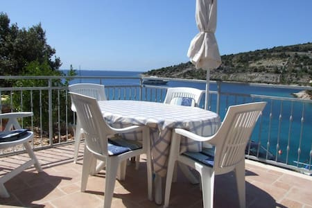 DIRECTLY beach Fantastic sea-view / - Apartment
