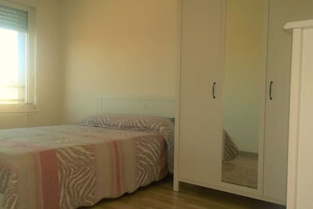 Nice bedroom in a quiet appartement - Strasbourg - Kondominium