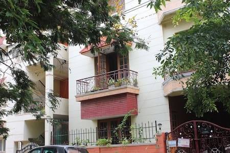Spacious room with Balcony   Noise-Pollution Free - Bengaluru - House