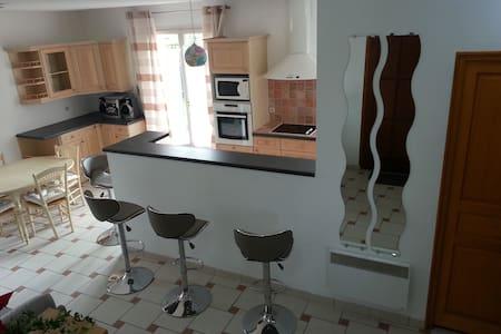 Bel appartement clair dans village - Saint-Maurice-Montcouronne