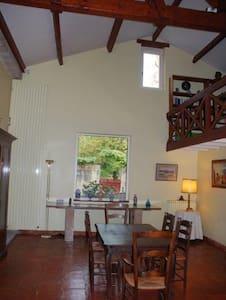 location dans l'aile d'une chartreuse (180m², 4ch) - Casa