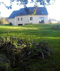 Maison contemporaine très lumineuse avec charme - Bucéels - House