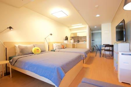 I SEOUL U studio #d (1min metro + 4G LTE hotspot) - Apartment