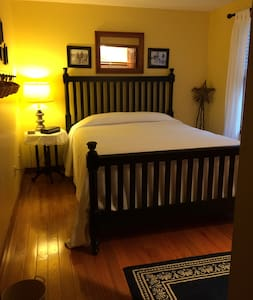 Charming Cape Room Near New Seabury, breakfast inc - Ház
