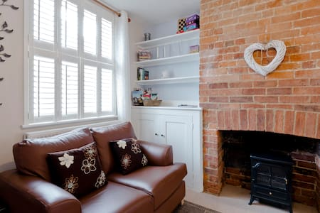 Cosy Cottage in Central Henley - House