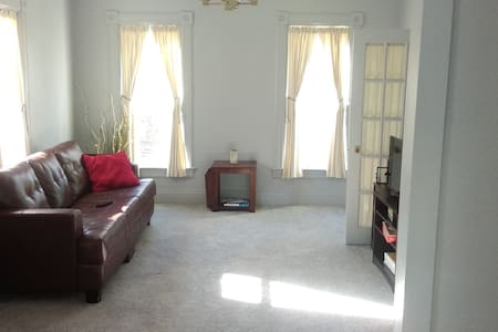 Huge 2 bedroom APT near downtown Ypsilanti! - 伊斯蘭提(Ypsilanti) - 公寓