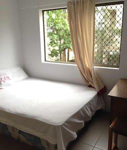 East Brisbane Double Room For Couples or singles - East Brisbane - Lägenhet