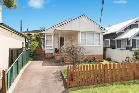 Comfy, private 2 bedroom - Adamstown