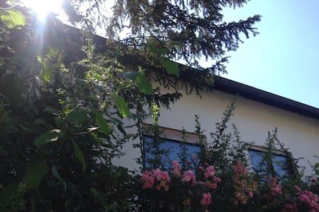 Großzügige Ferienwohnung für 4 Pers - Obersulm