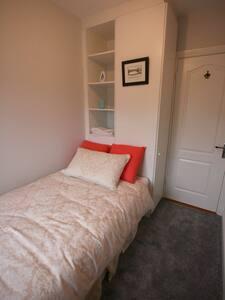 Single Room near Dublin Airport - Swords - House