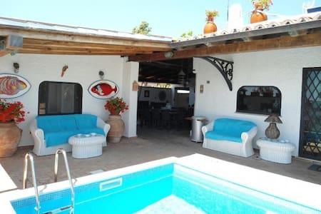 casa con piscina a 10 mt dal mare