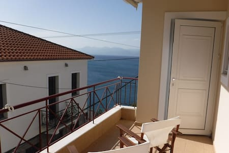 Cosy Apartment overlooking the Sea - Daire