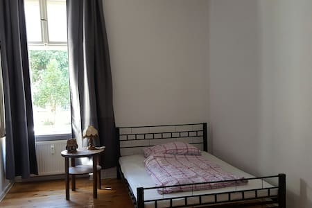 Homely Room close to Friedrichshain - Berlin - Apartment