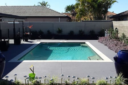 Superb Living close to Theme Parks - Helensvale - Bed & Breakfast