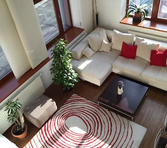 Cozy modern loft 7 mins to downtown - Prague - Apartment