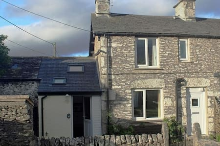 LIMESTONE COTTAGE, Levens, South Lake District - Talo