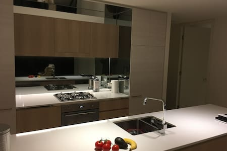 Bright, Modern, Private, & Easy - North Sydney - Flat