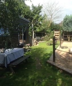 Heerlijk chalet met tuin & hottub - Soest