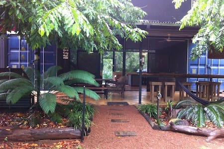 "'The Block"" at Dundee Forest NT - Rumah Pohon"