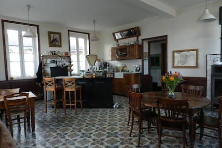 Chambre  dans un ancien hôtel 1900 - Simandre - Jiné