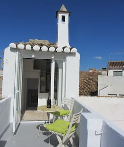 The Famous Tiniest Townhouse in Old Town Oliva. - Oliva - Apartment