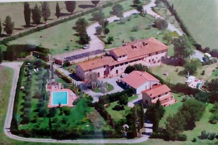 Casale Belvedere del settecentesco. - House