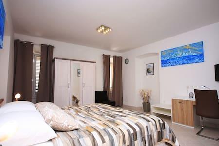 Deluxe room in center of Korčula 1 - Curzola - Bed & Breakfast