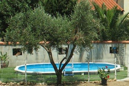 Loue villa jusqu'à 8 personnes - Haus