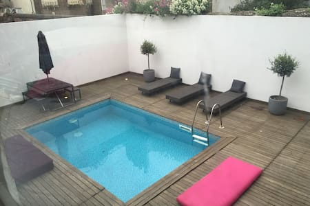 Kemp Town  Balcony Flat with access to small pool - Brighton - Appartamento