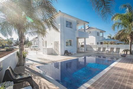 Villa Tyra, Beautiful 3BDR Villa - Villa