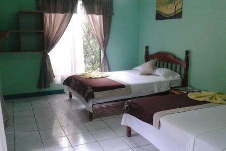 Garden Breeze Room near park and beach - Quepos
