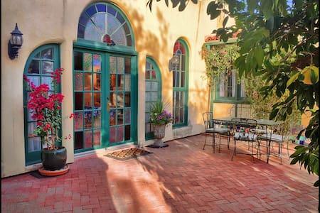 GEM SHOW: Historic Santa Fe Style Adobe - Tucson - Lägenhet
