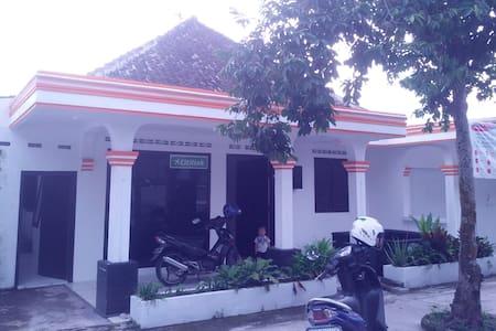 Kamar di Tengah Kota Magelang - Rumah