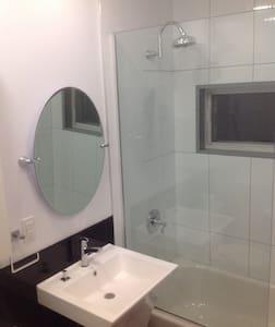 Cozy apartment in Ahuntsic - Montréal - Wohnung