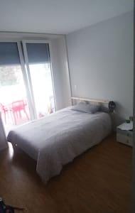 Chambre privé Avec douché privé.