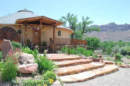 RED MOON LODGE, Organic Sanctuary E - Bed & Breakfast
