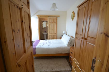 Ardmore B&B, a Peaceful Location 4 - Bed & Breakfast