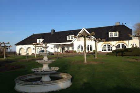 exklusives Apartment Villa Maasheuvel mit Garten - Arcen