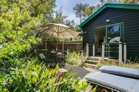 Romantic hideaway for 2 at the Captain's Cabin! - Blairgowrie