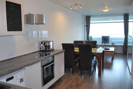 Neu renoviert! Ferienwohnung mit Ostsee Meerblick - Sierksdorf - Apartamento