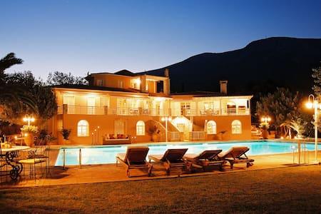 Majestic Villa near Athens Airport - Anatoliki Attiki - Villa