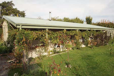 64 Kuratawhiti Street - Bed & Breakfast