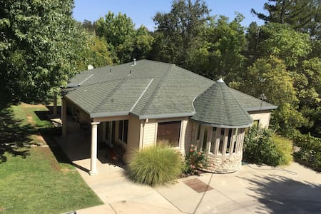 Spacious Private Guesthouse on Gated Property - Fair Oaks