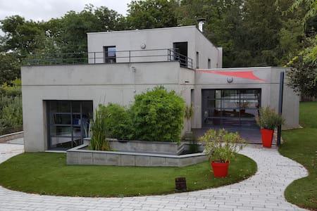 maison d architecte au calme - Huis