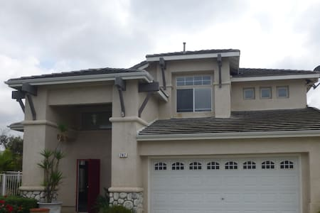10 mins. to Carlsbad beach. Dream vacation home. - House