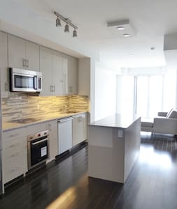 Great Location & Lakeviews In Downtown Toronto - Toronto - Apartment