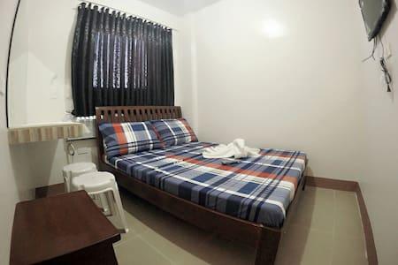 Hotel Georgina 1BR w/ac w/o heater - Bed & Breakfast