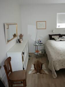 Cozy room close to city centre - Akureyri - House