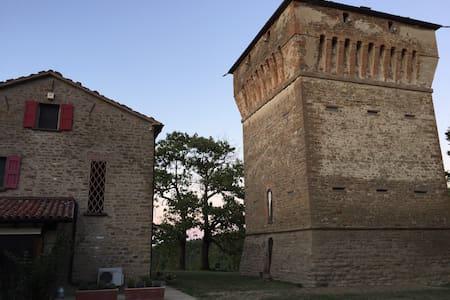 Agriturismo DonnaLivia in torre XV sec. - Slott